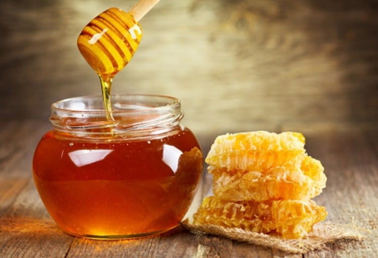 Bee lown out of proportion New Zealand honey industry refutes glyphosate contamination claims wrbm large